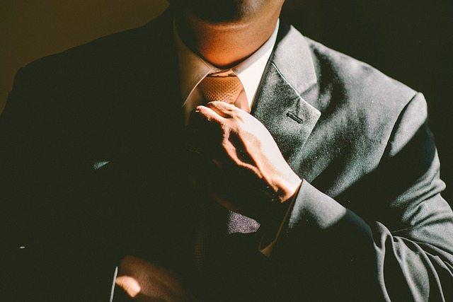 ef3cb10f20f01c3e81584d04ee44408be273e4dc18b0134193f5_640_suit